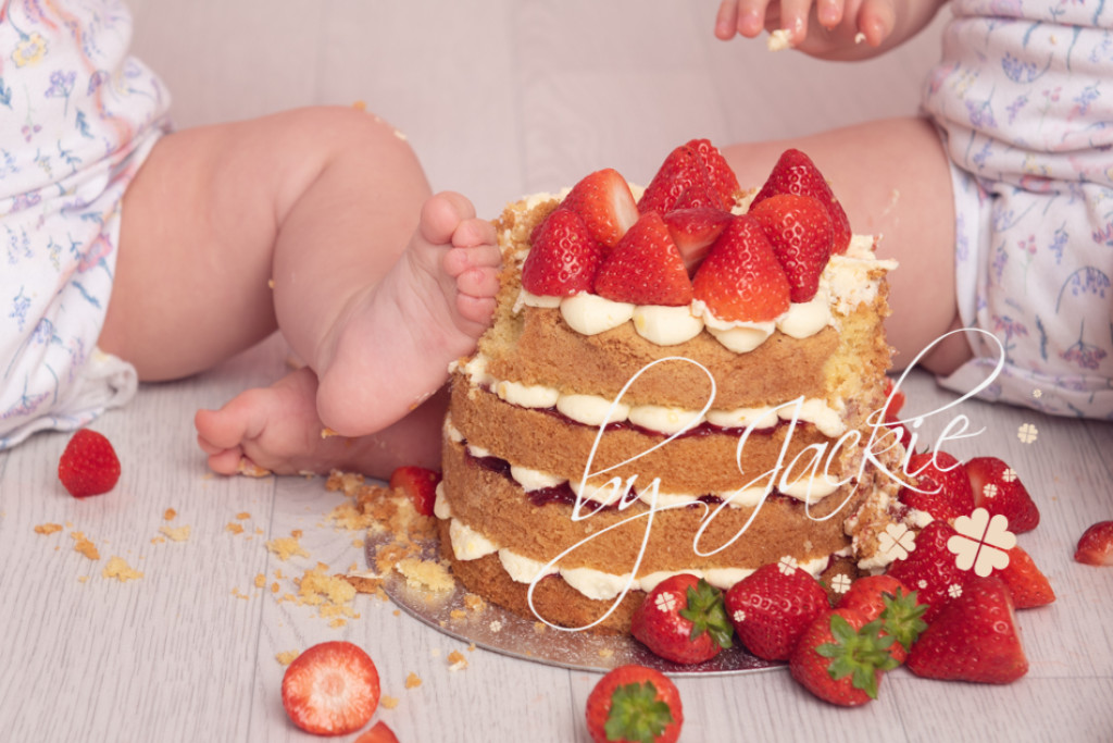 cake smash and splash photography by Babies By Jackie Photography near York, Pocklington, Beverley, Driffield and Hull, Yorkshire UK