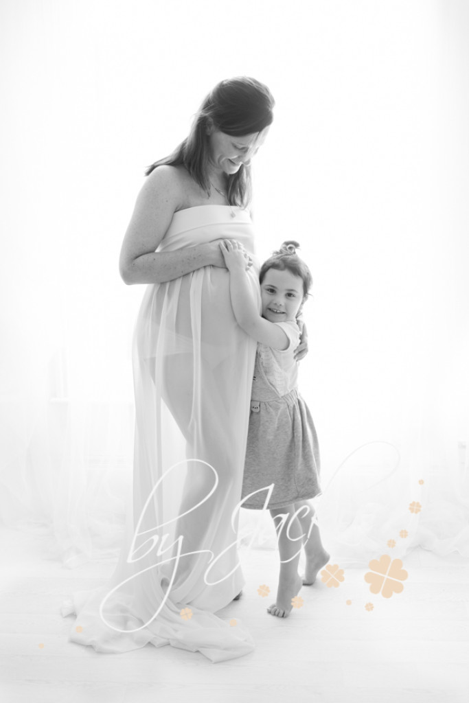 Mum to be with her daughter photographed by Babies By Jackie in Market Weighton, near Beverley,  Yorkshire UK